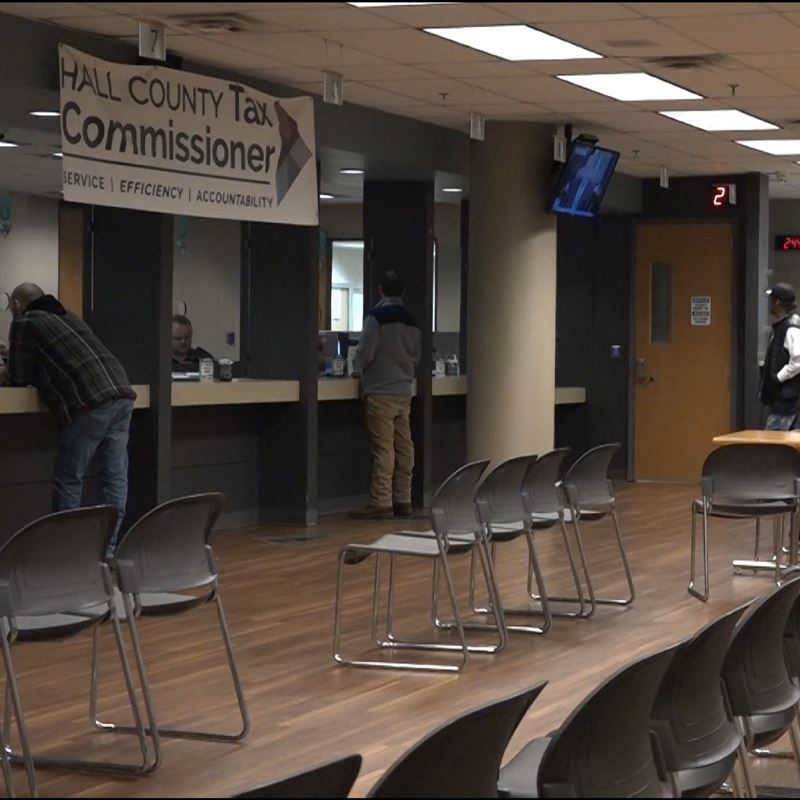 The lobby of the Hall County Tax Commissioner's Office.